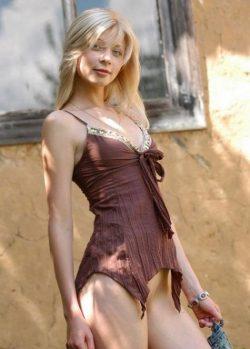 Блондинка Оля из Новоросийска ищет мужчину для секса